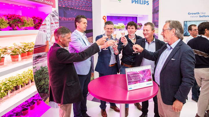 Light4Food joins Philips Horticulture toasting